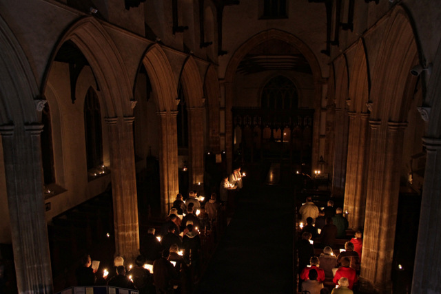 Carbrooke Advent darkness into light service (1)